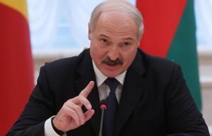 Глава государства также подчеркнул, что Россия не вмешивается во внутренние дела республики.