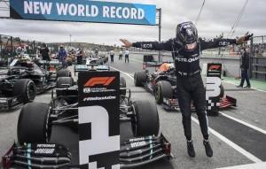 "Хэмилтон прокомментировал свою рекордную победу в ""Формуле-1""."
