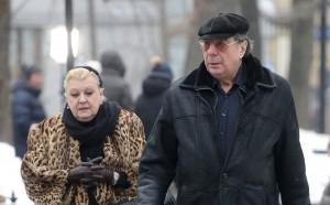 Следователи просят арестовать заслуженную артистку России Наталию Дрожжину и ее мужа Михаила Цивина на срок до 18 декабря.