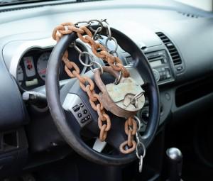 Наложен арест на автомобиль ВАЗ 21101 жителя, не оплатившего более 70 тысяч рублей за отопление и горячее водоснабжение.