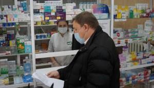 Жители Самары, часто делающие покупки в аптеках, признаются - острого дефицита препаратов сейчас, несмотря на сезонный всплеск заболеваемости, не было.