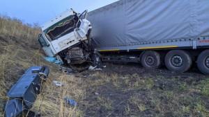 ДТП в Самарской области: столкнулись два тягача с полуприцепом