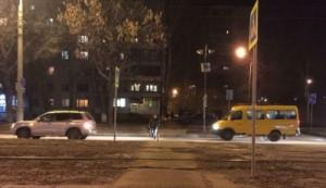 В Самаре водитель вечером сбил двух мальчиков