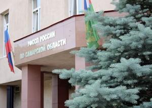 В Приволжском районе Самарской области судебные приставы ведут приемпо телефону