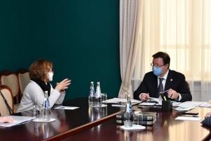 Ониобсудили с Главой региона ход работ по реконструкции Фабрики-кухнидля принятия совместных решений.