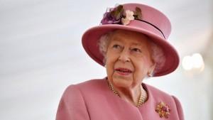 Сейчас Елизавете II 94 года, 95 лет ей исполнится в апреле 2021 года.