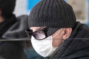 Ученые подтвердили, что люди в очках реже заражаются COVID-19
