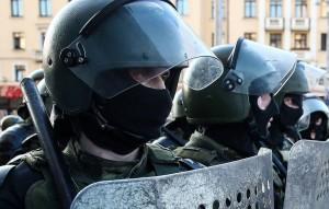 В районе Логойского тракта, где тоже собралось много протестующих, силовики использовали светошумовую гранату.