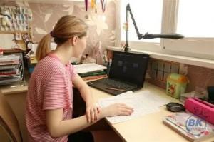 Остальные ученики школ переходят на дистанционное обучение.