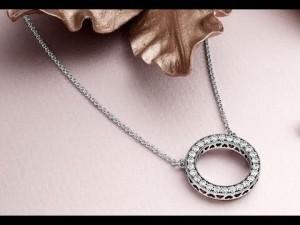 Драгоценное украшение – это, пожалуй, лучший подарок как лично для себя, так для какого-то близкого человека.