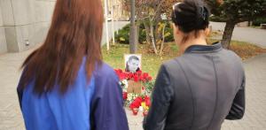 Прощание с Гребенюком прошло на Дмитриевском кладбище, проститься с ним пришли не только родные, близкие и коллеги, но и обычные жители города.