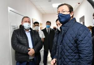 Где обсудил с медиками вопрос оснащённости ЦРБ и работу в условиях пиковой нагрузки в связи с ростом ОРВИ, гриппа, пневмоний и новой коронавирусной инфекции.