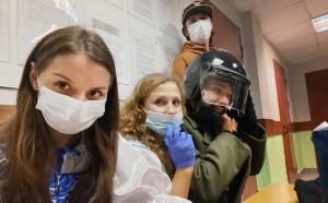 Адвокат Дмитрий Захватов уточнил, что Алехина и Флорес не согласны с протоколами и будут их обжаловать в суде.