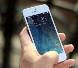 Со слов злоумышленника, чужой телефон он нашел на улице и увидел, что на смартфоне установлено банковское мобильное приложение.