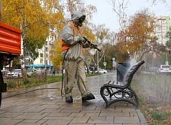 Работы по обеззараживанию уличных – общественных территорий в Самаре не прекращаются, пока позволяют погодные условия.