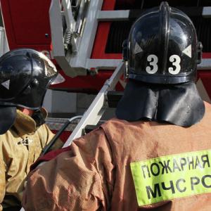 При пожаре в частном доме в Ельне погибли семь человек, включая пятерых детей