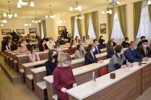На вопросы диктанта ответили 65 человек- студенты и почётные гости.