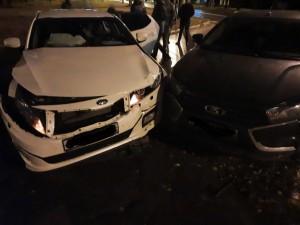 В Самаре ночью столкнулись три машины