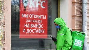 Мэр МосквыСергей Собянинуказом во вторник приостановил работу предприятий общественного питания с 23:00 до 06:00.