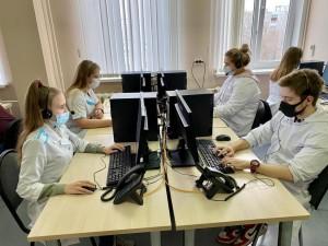 Ребята работают в центре с самого начала и уже обладают необходимыми навыками, знаниями, опытом маршрутизации пациентов, оказывают посильную психологическую помощь жителям.