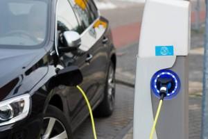 Доступ к зарядным станциям владельцы электромобилей получают с помощью специальной карты.