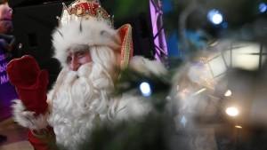 Дед Мороз не сможет посетить все города России в текущем году из-за распространения коронавируса.