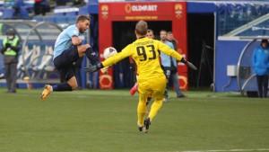 Иван Сергеев забил свой 19-ый мяч и продолжает уверенно лидировать в споре бомбардиров ФНЛ, опережая ближайшего преследователя на восемь голов.