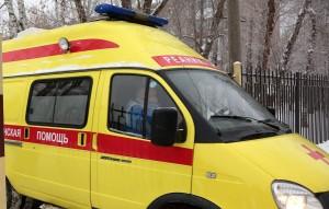 Второй ребенок, находившийся в авто, госпитализирован, ему оказывают помощь медики.