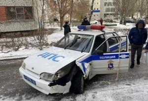 Инспекторы ГИБДД оформляли ДТП, поэтому в какой-то момент машина осталась без присмотра.