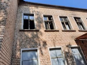 В центре Отрадного нашли опасное для детей здание
