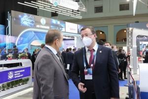 Дмитрий Азаров принимает участие в международном форуме Транспорт Россиив Москве