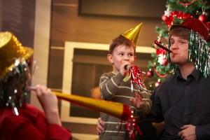 Игры и конкурсы на Новый год для всей семьи. Новогодний квест для детей 3-5 лет. Как провести адвент-марафон для детей на праздник? Купить готовые наборы с заданиями для детей.