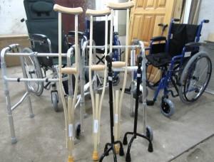 Документом предлагается выдавать инвалидам технические средства реабилитации по месту пребывания, а не только по месту жительства.