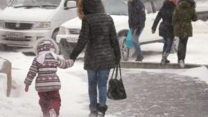 По данным Росгидромета, усиление ветра, мокрый снег, метели, ледяной дождь и гололед прогнозируются в регионах европейской части страны с 18 по 21 ноября.