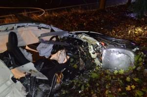 Автомобиль восстановлению не подлежит. Водитель выжил и даже смог сам выбраться из машины.