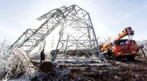 В Приморье, где на прошлой неделе прошел снежный циклон, ввели режим ЧС. Множество жителей остаются без света, тепла и воды.