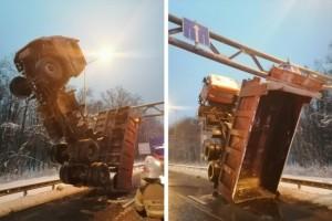 На Волжском шоссе КАМАЗ встал на дыбы и застрял