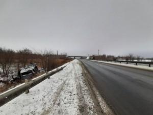 В Самарской области водитель перевернул машину в кювет