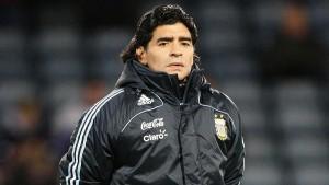 Легендарный футболист и главный тренер клуба «Химнасия и Эсгрима» Диего Марадона умер в возрасте 60 лет.