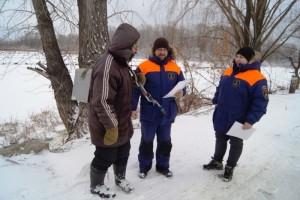 Инспекторы ГИМС СО регулярно выезжают на водоемы и реки и беседуют с рыбаками, чтобы они проявляли сознательность и не пренебрегали собственной безопасностью.