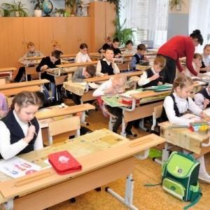 Роспотребнадзор предложил продлить санитарные меры в школах до 2022 года