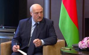 По словам главы белорусского государства, нужно принять новую версию Основного закона, чтобы избежать войны в дальнейшем.