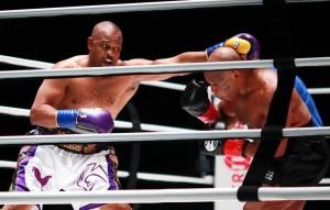 Тайсон заработает за бой $10 млн, Джонс - $3 млн. Поединок был выставочным и не будет внесен в официальную статистику боксеров.
