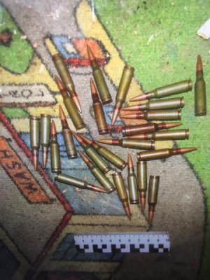 В Самаре полицейские нашли в заброшенном доме тайник с боеприпасами