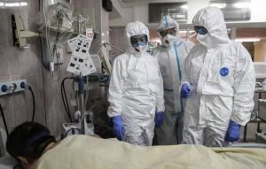 Глава ведомства Михаил Мурашко также отметил, что в 17 регионах свободно менее 5% коек для пациентов с коронавирусом.