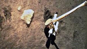В ближайшие дни аппарат доставит реголит на лунную орбиту, а затем на Землю.