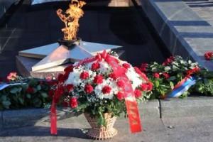 Дмитрий Азаров поздравил земляков с Днем Героев Отечества
