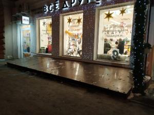 В Самаре полным ходом идут работы по монтажу новогодней иллюминации.
