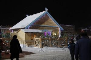 В Самаре на площади Куйбышева возводят Дом Деда Мороза, горку и ледовые скульптуры