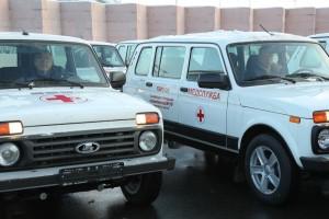 15 декабря Дмитрий Азаровпередал городским и районным больницам региона ключи от 70 новых медицинских машин марки «Нива».